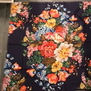New w tags GUCCI St Josephine Floral shawl dk navy